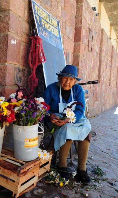 Flowers-for-sale-in-Humahuaca
